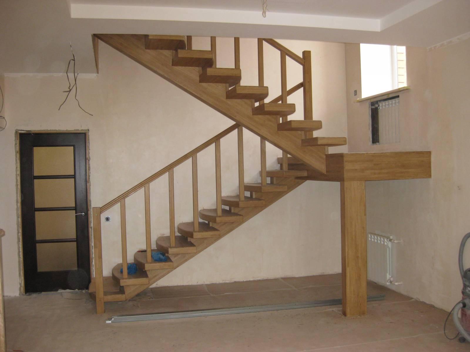Лестницы на второй этаж с площадкой в частном доме своими руками