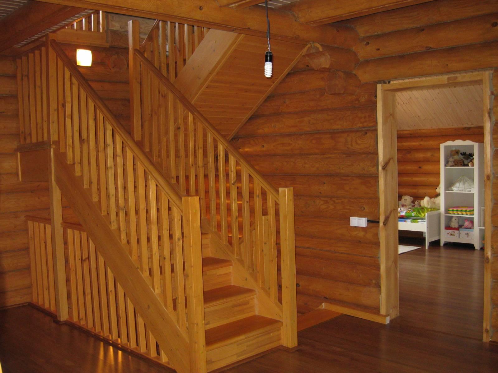 Как сделать лестницу на второй этаж в доме из бруса