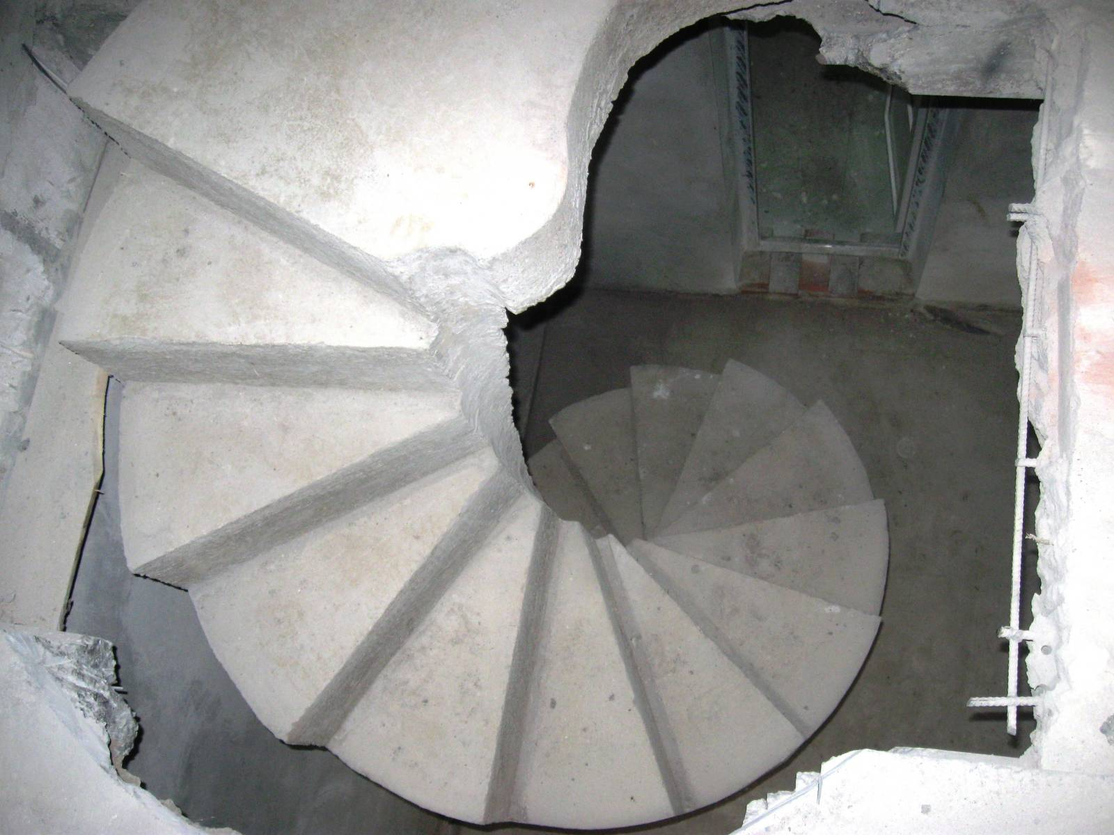 Лестница винтовая сварная фото